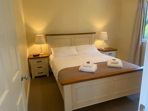 Private, secluded and quiet cottages (Carnaby)