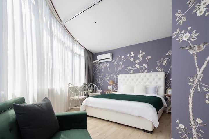 祖庙|创意产业园|佛大|100寸巨幕投影|180度弧形玻璃窗|小法式浪漫双人游