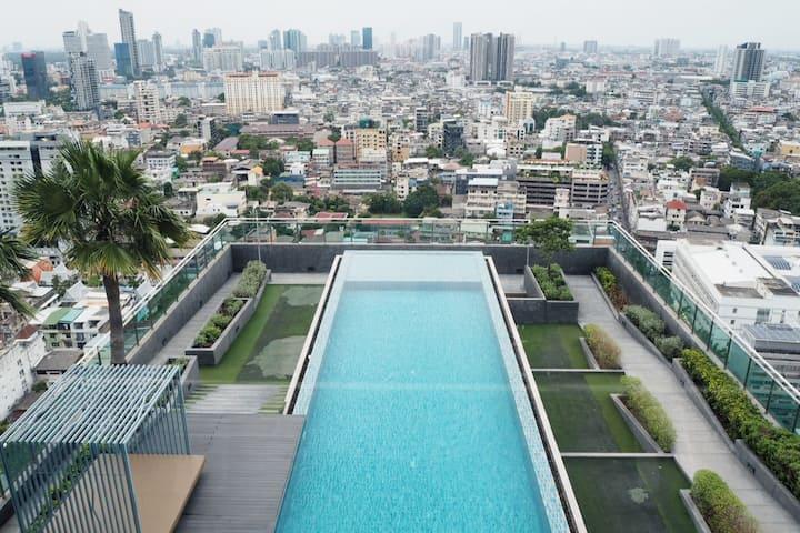 Urban Living in Sathorn's Decent Apartment