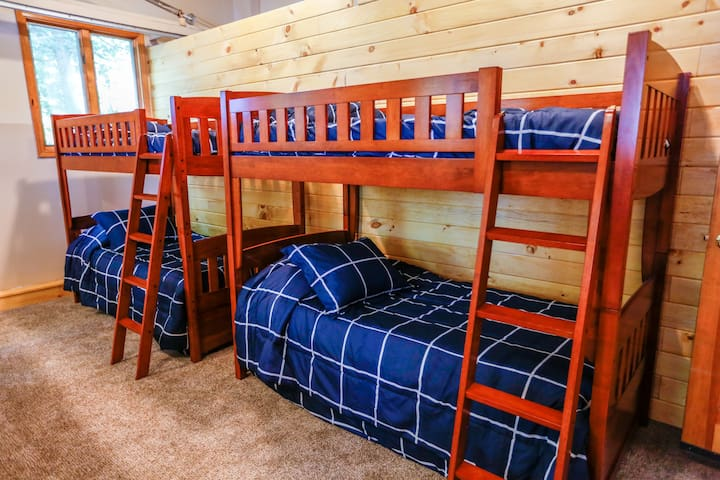Bunk room: 2 sets of bunk beds with trundles underneath. Sleeps 6.