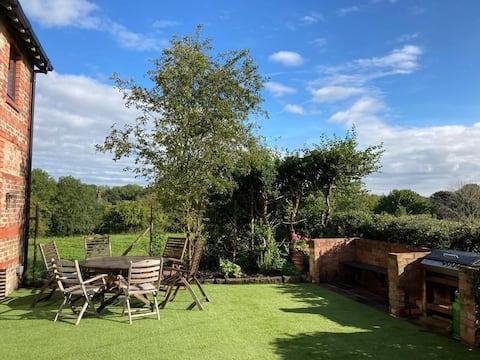 Entire 3 bed, converted CoachHouse garden & views!
