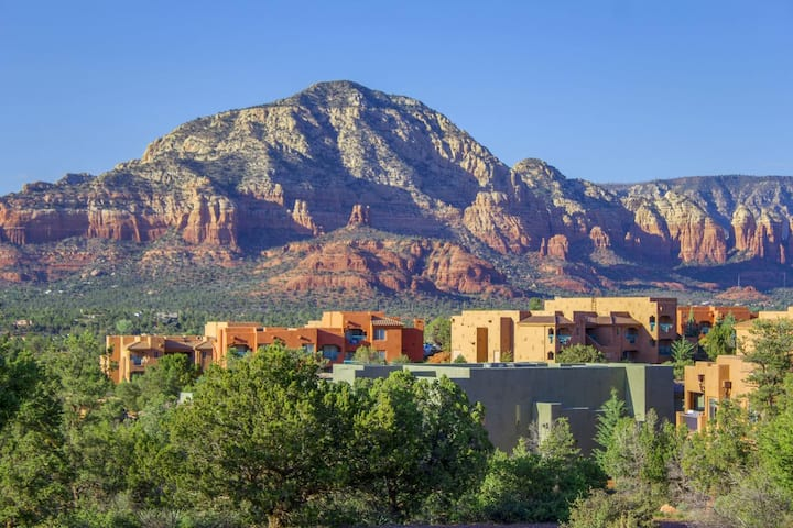 Luxury one bedroom condo with Red Rock Views