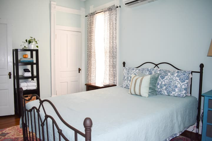 Herron-Morton Guest Room (Queen)