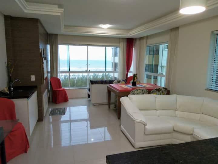 Apartamento amplo com vista para o mar
