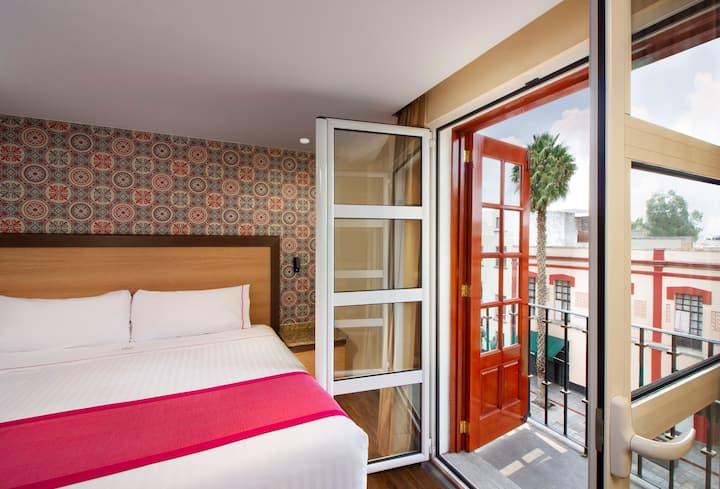 Habitación con Balcón a la plaza del Mariachi !