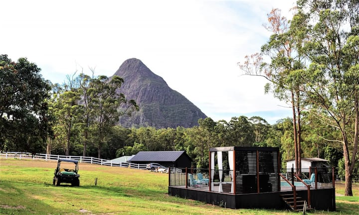 Glasshouse Mountains  farm stay