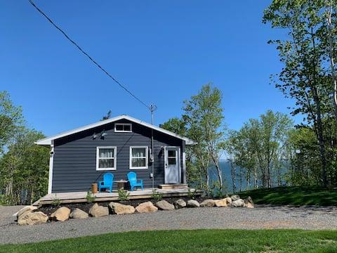Eagle's Bluff - Seaside Cottage in Halls Harbour