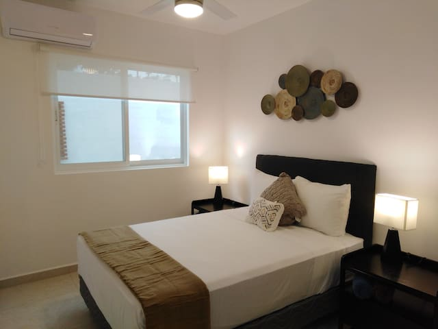 Segunda recamara con cama matrimonial , A/A y ventilador de techo