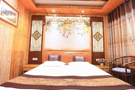 简单古典风,俩居室三张床