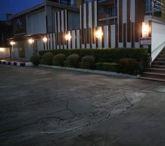 ไฟถนนทางเข้าอาคาร