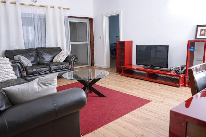 Luxury Apartment with breakfast- Elig Essono, Ydé