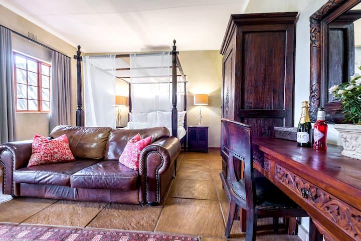 Tindlovu Country Lodge Honeymoon Suite