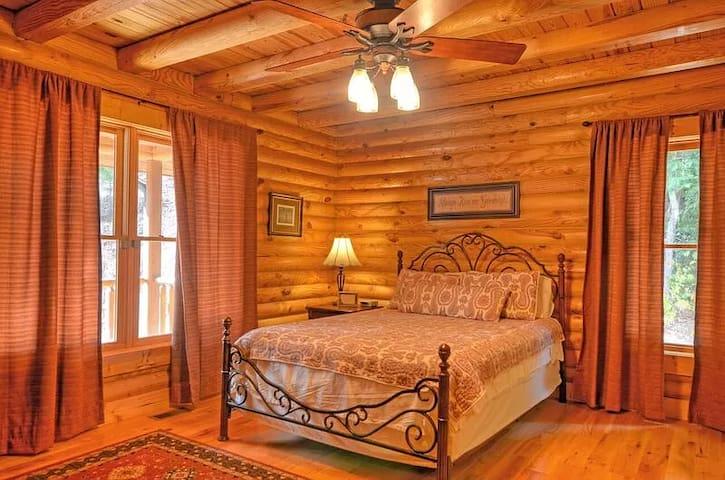Bedroom #1 (Main Floor) Queen Bed