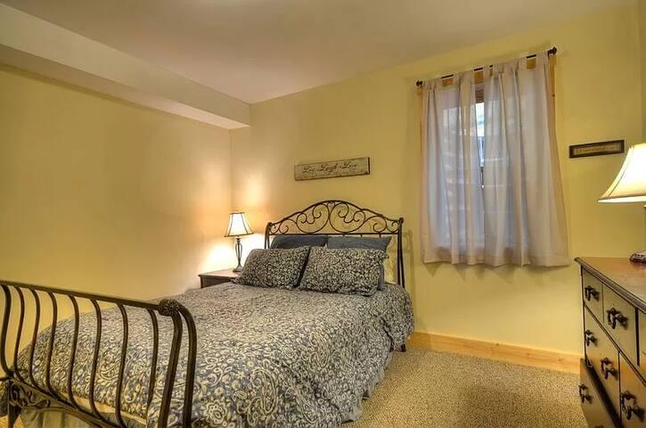 Bedroom #4 (Downstairs) Queen Bed