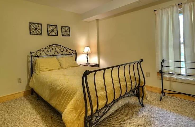 Bedroom #5 (Downstairs) Queen Bed