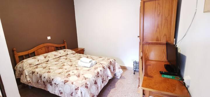 Habitación doble con cocina y baño compartido