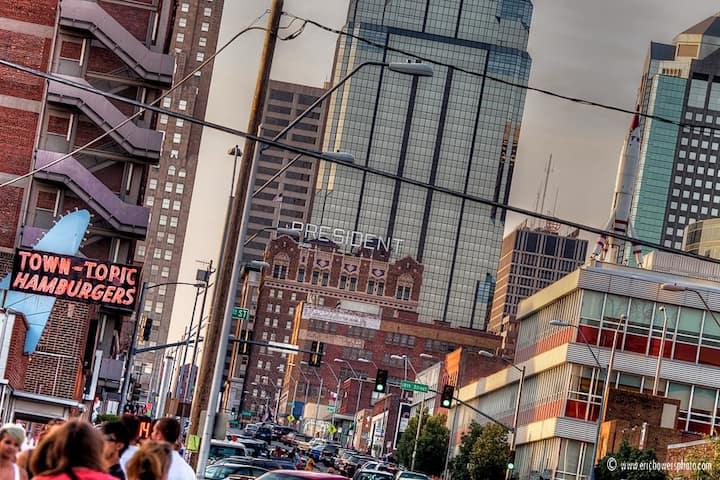 ✪ Downtown Kansas City Apartment ✪