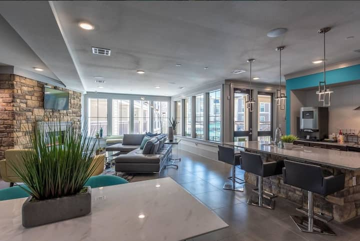 HarlowStays    Large 1BR   Heights
