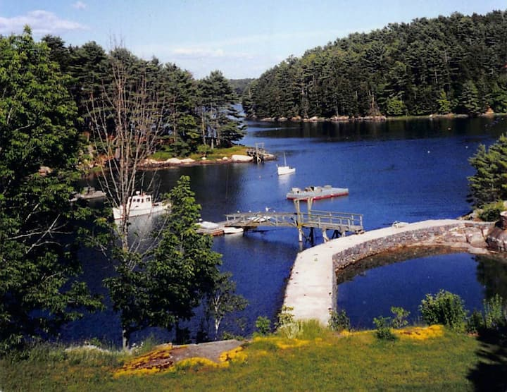 Boothbay Waterfront Farmhouse with Pool & Dock