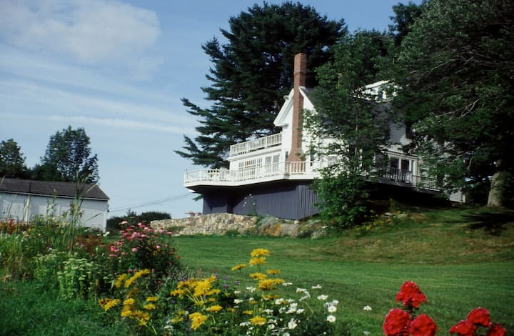 Boothbay Waterfront Farmhouse