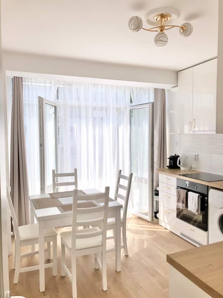 The White Apartment- cozy, sunny, modern; 4 people