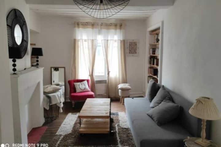 Petite Maison avec Cheminée à Pont Farcy