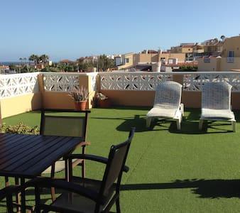 Apartamento con bonita terraza
