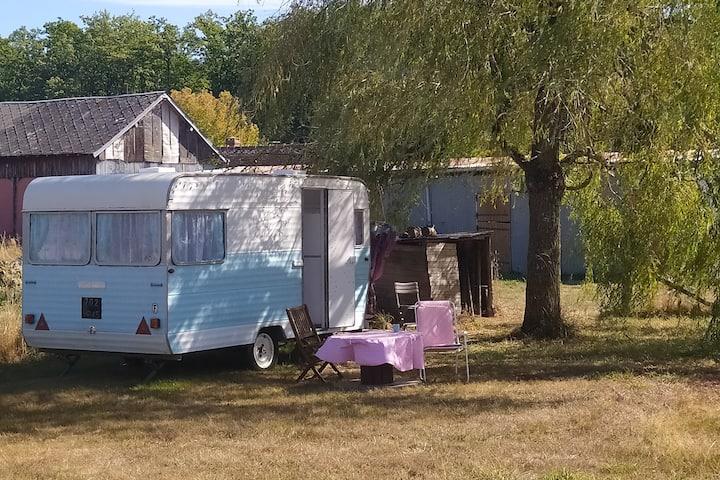 Annie, Vintage Caravan