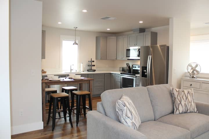 Sacramento luxury guesthouse - JUST BUILT!