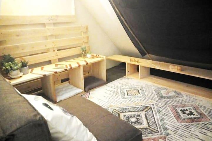 La Cabane - 1 personne dans Maison d'artistes