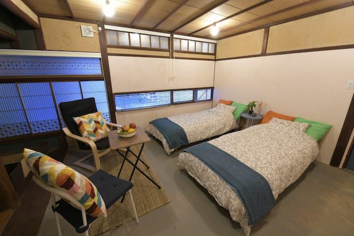 音戸の瀬戸で築100年のモダン古民家を体験・1階の個室。2組限定の小さなお宿/音戸イロリバHOUSE