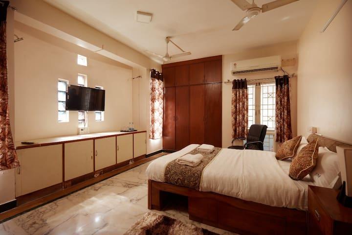 Deluxe Bed room no 1