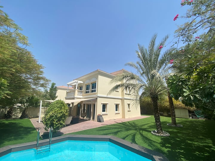 Spacious 2BR Villa in Peaceful JVT with Pool