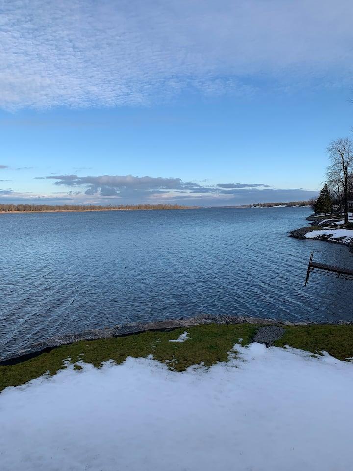 Dawsons Landing-Waterfront retreat 30min to Ottawa