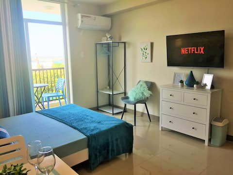 MC8 Condo •Studio Unit W/ Balcony•Sea & City View