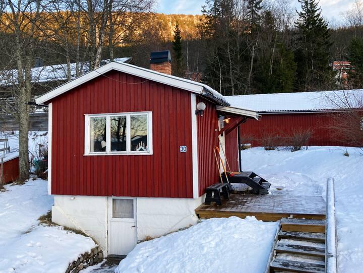 Mysig egen stuga i centrala Åre, med  P-plats