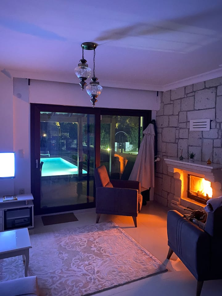 Çeşme Alaçatı'da  müstakil havuzlu bakımlı villa