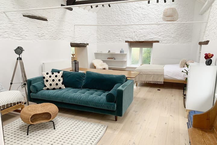 Beautiful self-contained Cotswolds Barn