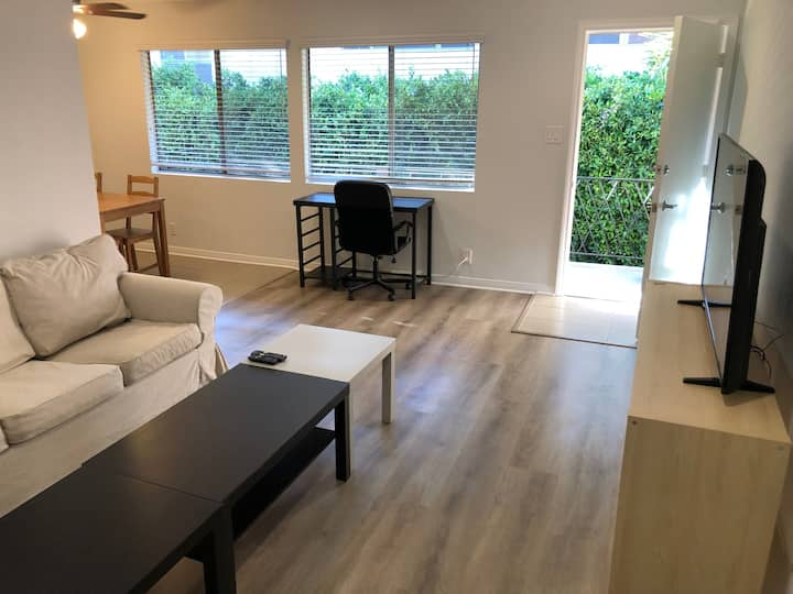 Upper 2BD 1BA in great Palms, Culver City w AC!