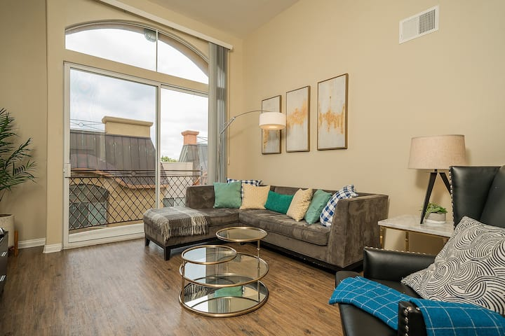 444631 Executive 2BR Suite 2 blocks from Marina
