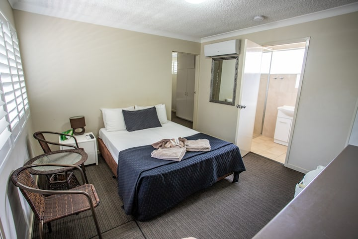 Family Room at motel near Pacfair w/ free parking