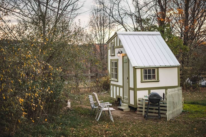 The TenyTinyTudor @ DharmaBums Eco Camp/ Homestead