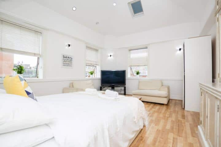 Lovely Self-Contained Studio, 5 min to Baker Str
