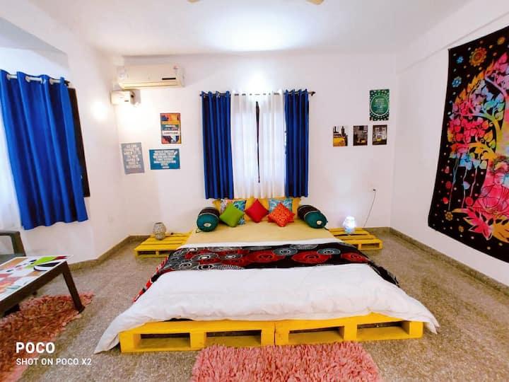designer private Ac room  ,wifi, breakfast anjuna