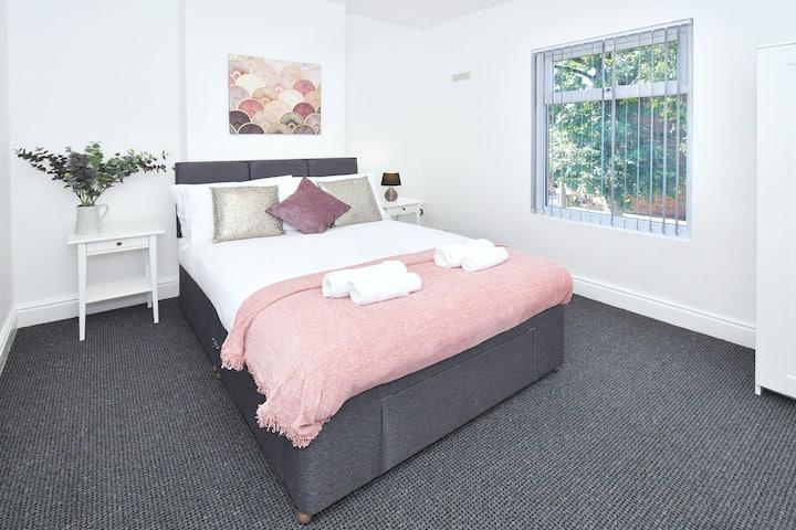 We're open! Grosvenor House - 4 double bedrooms!