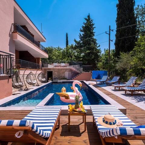 Providenca Villa | Kényelmes és modern | 9819; King Bed, Medence