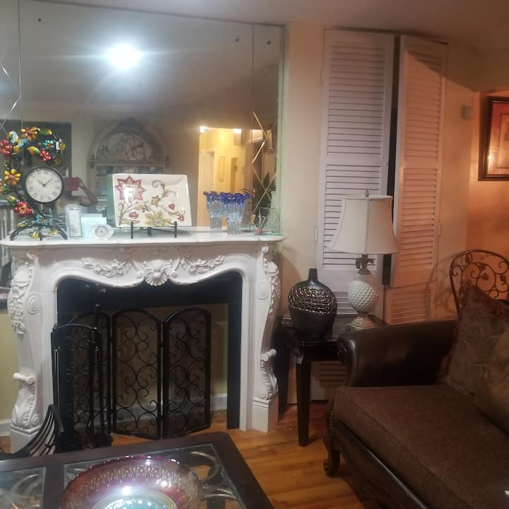 Spacious, cozy  2 bedrooms located near all