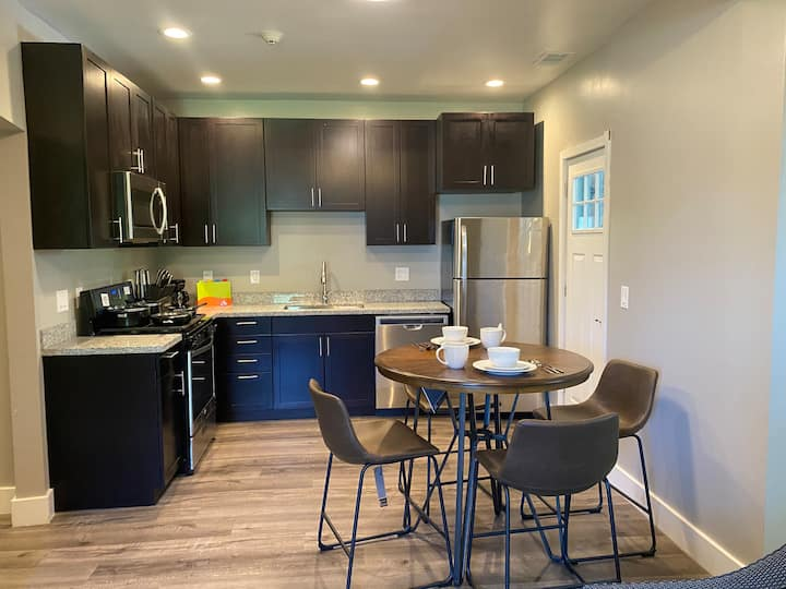 Luxury furnished On CLE Clinic Main Campus apt#6