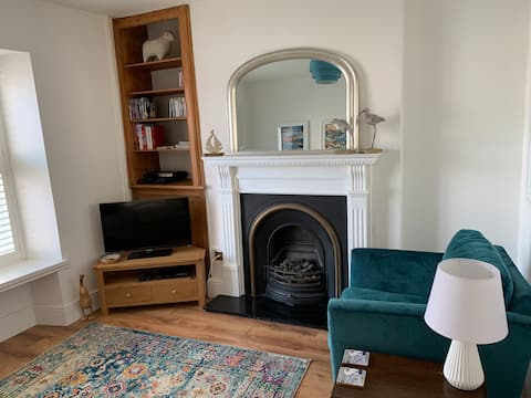 Cosy cottage, well furnished and pet friendly