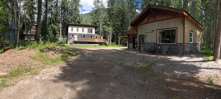 2 Private Forest Cabins ★ Close to town